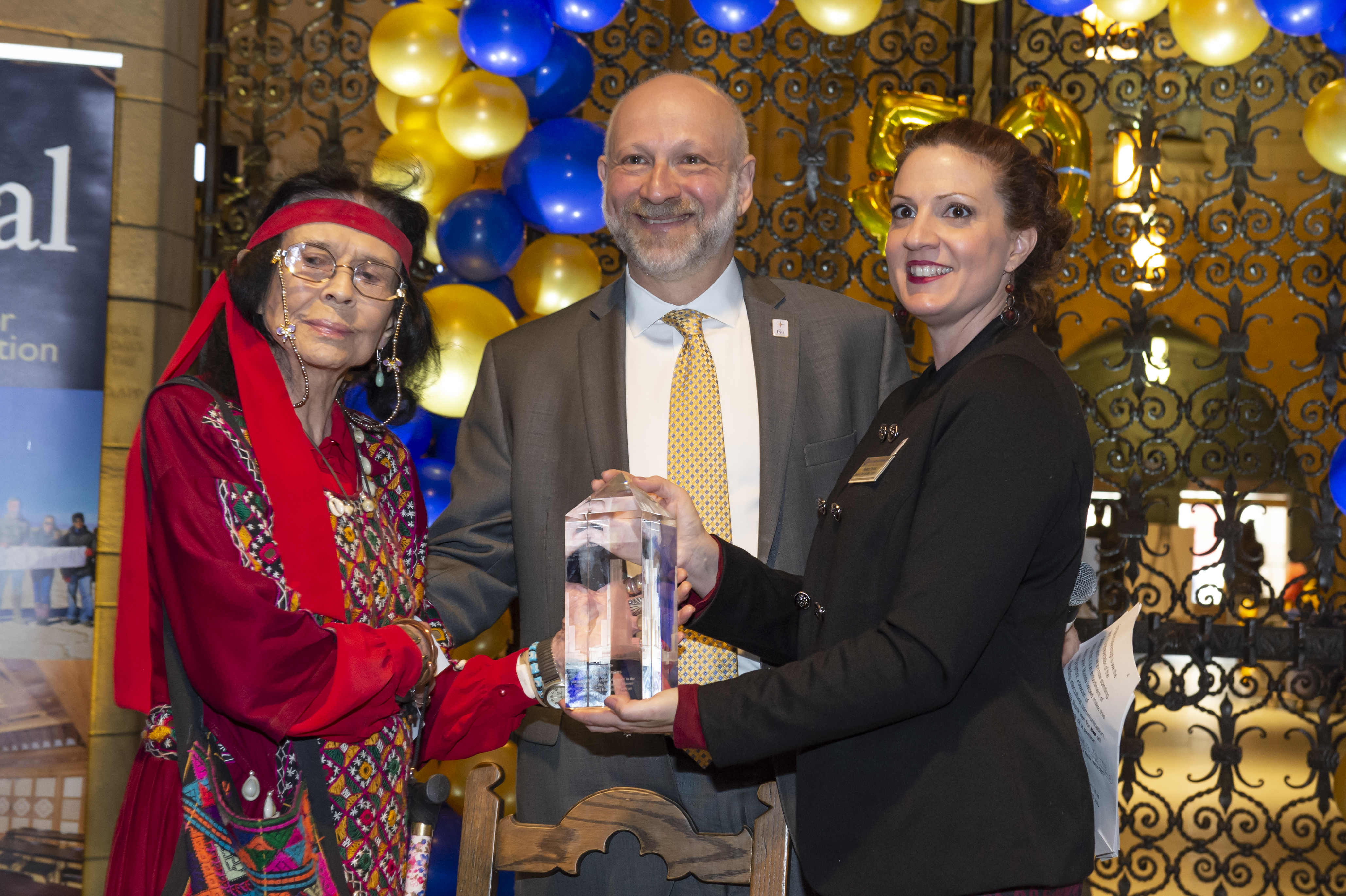 Maxine Bruhns receiving an award from Ariel Armony and Belkys Torres